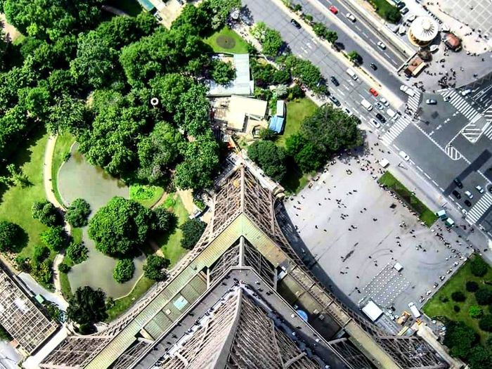 Lookingdown Fromthetop Fromthetopoftheeiffeltower Parisfromabove Dramatic Angles Paris France