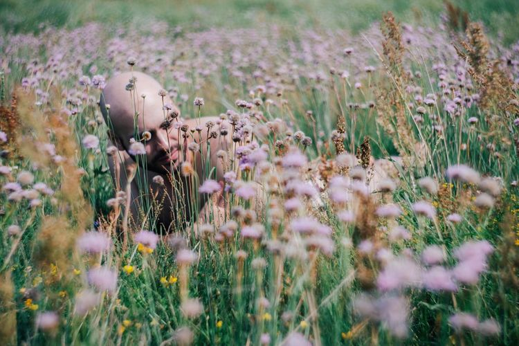 Camouflage Field Flower Nature Plant Growth Outdoors Grass Close-up Model Modeling Man Naked_art Nude_model Nude_not_porn Man Malemodel  Young Adult Young Men Minimalism Minimal Tempelhofer Feld Bald Bald Head Toplesss Boy
