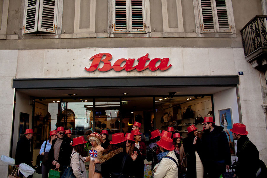 piazza della borsa Adult Adults Only Architecture Building Exterior City Day Large Group Of People Men Outdoors People Red Red Color Red Hat Tradition Women