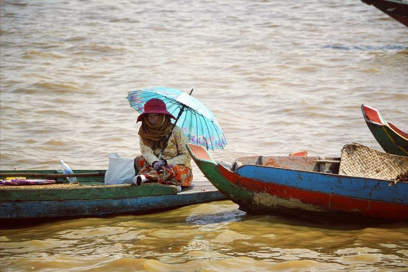 Hanging out! Tonlé Sap, Siem Reap, Cambodia. Hanging Out Travel Tonlesap Tranquil Scene The Places I've Been Today Cambodia Eye4photography  Water Floatingvillage Floating On Water Boatpeople The Adventure Handbook Travel Photography Boats Daily Life Ladyphotographerofthemonth People Watching Human Interest The Purist (no Edit, No Filter)