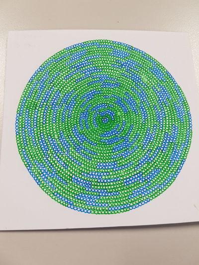 Bilder malen zeichnen kunst punkt Kunst Close-up Zeichnen Bilder Day First Eyeem Photo Indoors  People Punkt Technology Malen Green Color Human Body Part