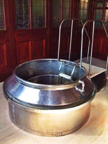 Some Like It Hot n Weird Manchester Today's Hot Look Old Bathroom Vintage Jacuzzi