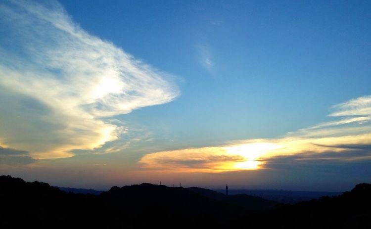 除了象山六巨石,南港茶山也能邊喝茶邊欣賞夕日美景。 Sunset