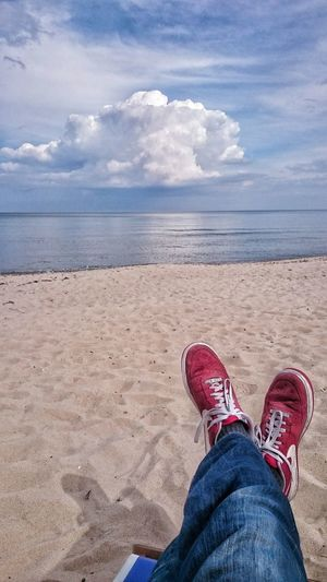 Immer wenn es am schönsten ist geht's wieder nach hause. Taking Photos Trevel Redshoes MyShoes Meer Strand That's Me Check This Out AMPt_community Enjoying Life Relaxing Photo Of The Day EyeEm Deutschland Vscocam Schuhfie Ff_camera Holiday Clouds Sky