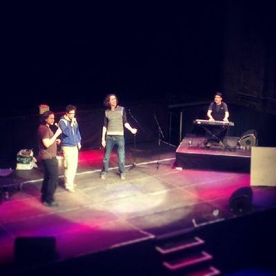Soundcheck. Stage Berlin Kesselhaus Kulturbrauerei paternoster improtheater improv impro theater music singing