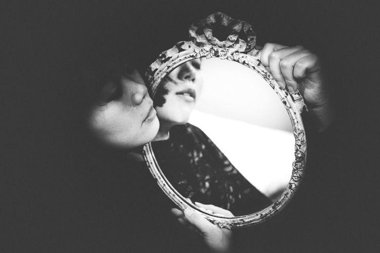 The Portraitist - 2017 EyeEm Awards Mirror One Person Real People Beautiful Woman Indoors  Beauty People EyeEm Best Shots Mood Film Industry Ideas Bw Blackandwhite The Portraitist - 2018 EyeEm Awards