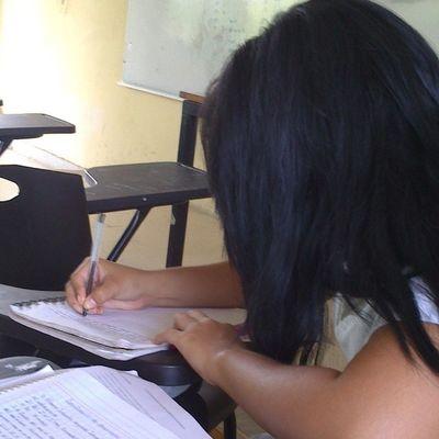 Mi buena amiga Lesly haciando tarea. Elmundoseacabará Loca Tequiero Idiots tontamaestraGabriela
