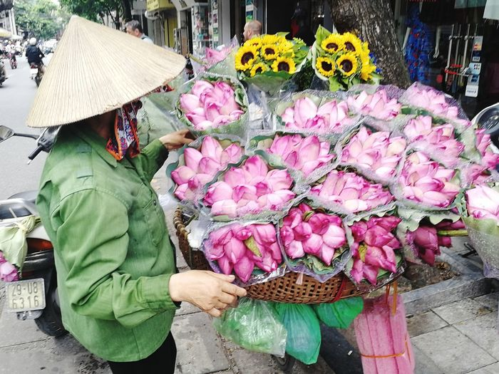 Lotus Lotus Flower Women Working Occupation Men Traditional Clothing High Angle View Asian Style Conical Hat Vietnamese Culture Market Vendor For Sale Vendor Display Selling Flower Market Market The Street Photographer - 2018 EyeEm Awards