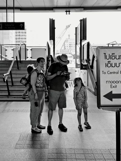 Lost? Blackandwhite PhonePhotography Oppofind7 Streetphotography BTS Ploenchit Family Map