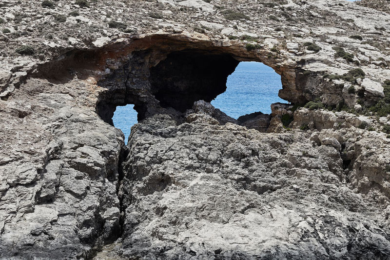 Roca de ojos azules Rock Rock Formation Rock - Object Solid Arch Nature Beauty In Nature Geology Tranquility Eyes Eyes Are Soul Reflection Blue Eyes