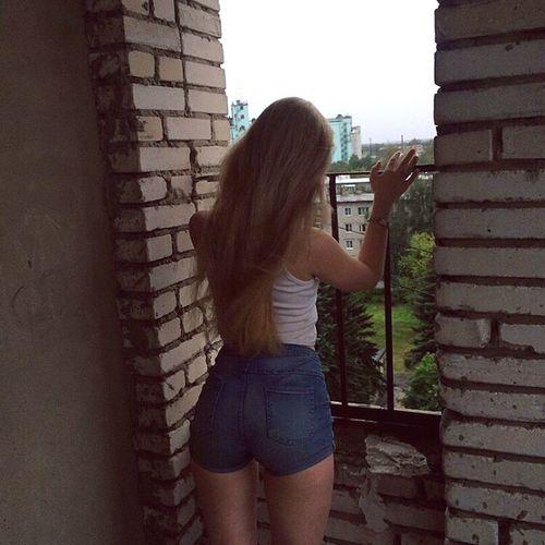 дом девушка высота  лето2016э деревья зелень  грусть попа соспины First Eyeem Photo