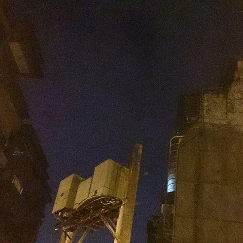 禮拜五晚上一堆人等Ubike騎,就拖著還瘀傷的腳散步逛街回小宇宙 Walking on the street Transformer box