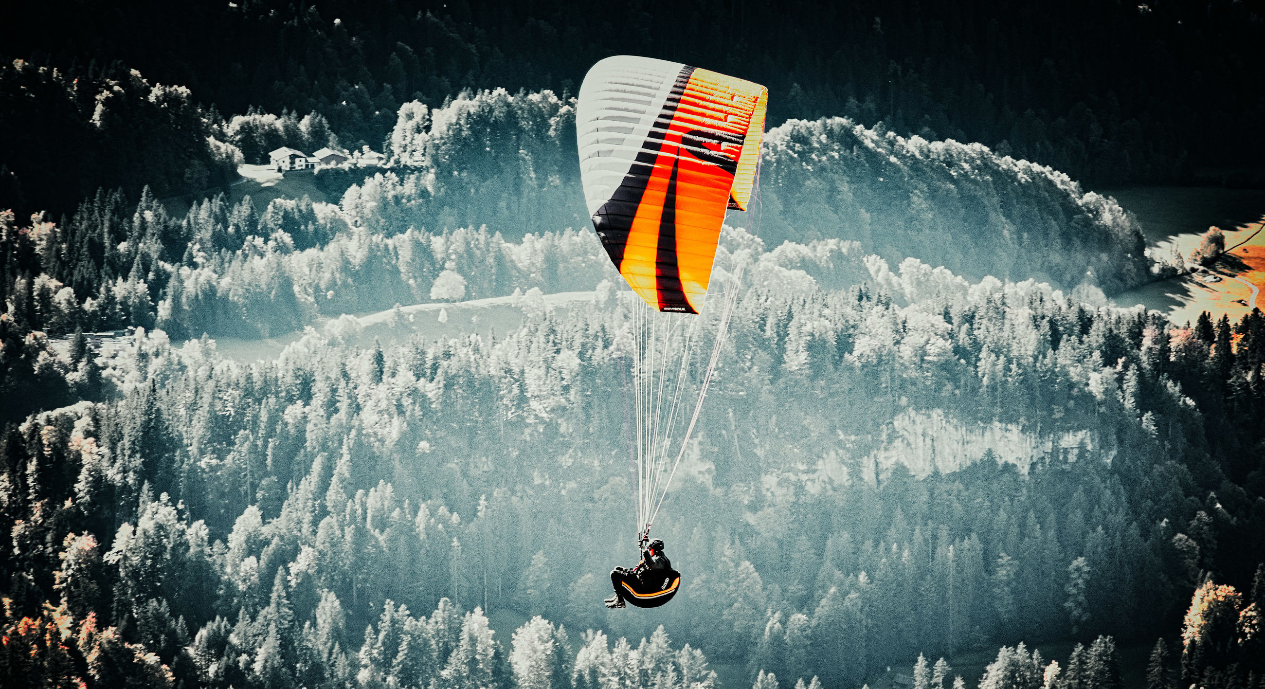sport, adventure, leisure activity, extreme sports, flying, paragliding, one person, mid-air, nature, real people, lifestyles, day, joy, parachute, water, unrecognizable person, beauty in nature, transportation, freedom, outdoors, skydiving