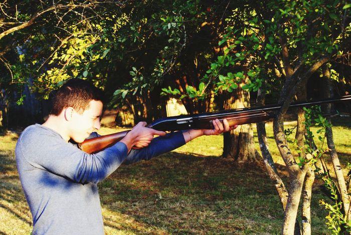 Damien s'essaie au calibre 12... Enjoying Life