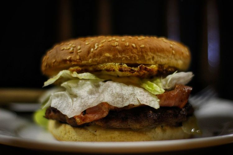 Burger Canon1300d Canonphotos Canon Foto Photograph Fotografia Fotografo Photography Photo Photographer Beautiful Color Shoot Foodphotography Food Food And Drink Bun Meat Bread No People Sandwich Indoors  Hamburger Fast Food Bacon Black Background Ready-to-eat Close-up Day Freshness
