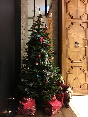 Christmas Christmas Tree Celebration Light And Shadow IPhoneography Lifestyles Christmas Decoration Indoors  Christmas Lights Christmas Ornament Illuminated