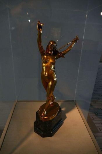Statue Full