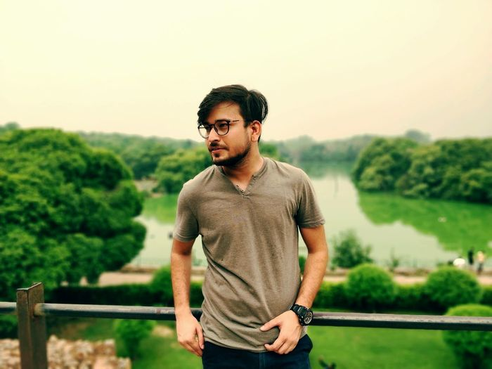 posing with greenery in hauzkhas village Poser Delhiboy Delhi Model Pose #photography Model #traveller #delhiteboy Newdelhi DelhiNCR Hauzkhas Lakeview EyeEm Selects Standing Summer Hands In Pockets Thoughtful
