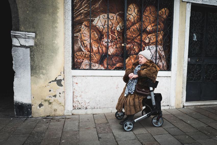 Life in Venezia, Italy November Venezia Winter Italy Moody Novembre People Street Streetphotography Venezia Italia Venice
