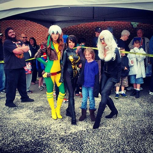 Rogue, Wasp and Black cat taking pics with their fans FCBD Cosplay Awesomecosplayers