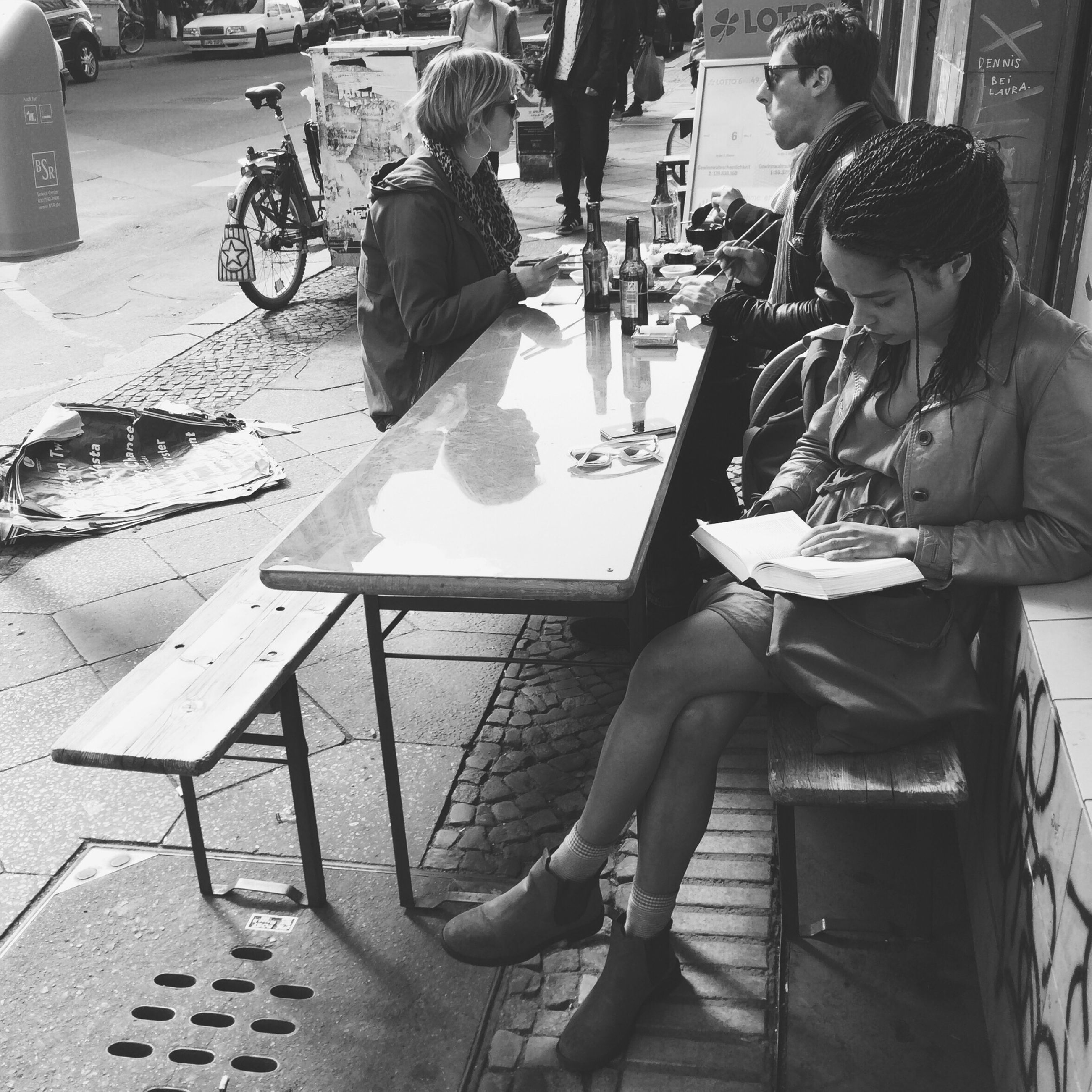 lifestyles, sitting, leisure activity, casual clothing, men, chair, person, street, sidewalk cafe, city, city life, table, incidental people, full length, restaurant, day, cafe