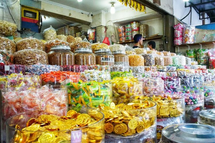 various of candies in jalan Pancoran Glodok Chinatown of Jakarta. Multi Colored Large Group Of Objects Abundance Sweet Food Business CandiesForSale Candies! Candies Everywhere stree Street Photography Streetphoto_color Chinatown