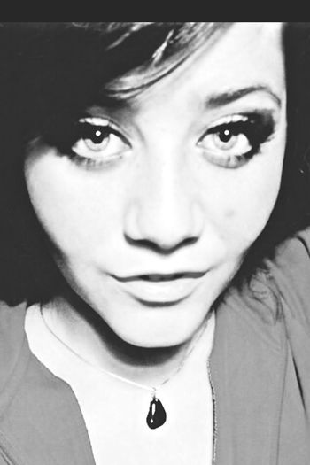 Bored Follow me on insta aliice33 and here nd i'll follow back! :* Self Portrait Black And White Selfie ✌