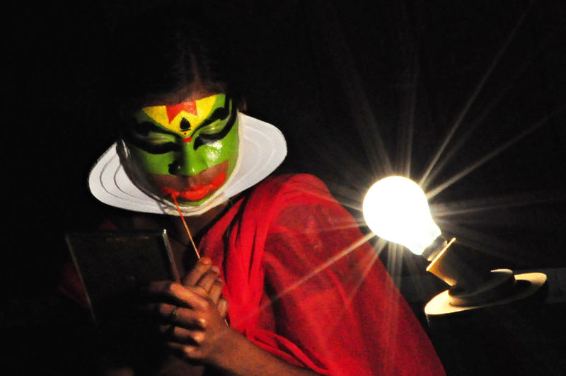 Kerala Traditional Dance Art, Drawing, Creativity Cultures Face Painted Woman Green Face Illuminated Kerala The Gods Own Country ;) Kerala Tradition Kerala Traditional Dance Light Bulb Light Bulb Moment Painted Face Lady