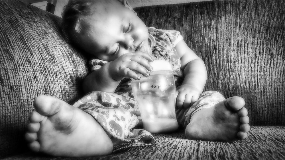 Sweet Dreams... Photo Of The Day Blackandwhite Photography Bw_society Bw_love Bw_portraits Bw_life Blackandwhite Beautiful Camera Love Photo Art Photography Is Life EyeEm Best Shots Photography Lovers Kids Being Kids Bw_portraits