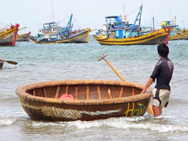 Fisherman Fishing Boat Vietnam Rowingboat Picturing Individuality