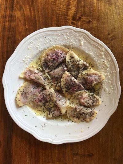 …enjoying a late lunch ⇢ Casunziei Tradizionali Rossi followed by Strudel di Mele. [at Trattoria La Scaletta in San Vito di Cadore]