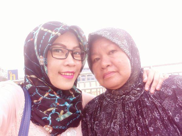 Hello mom 😘