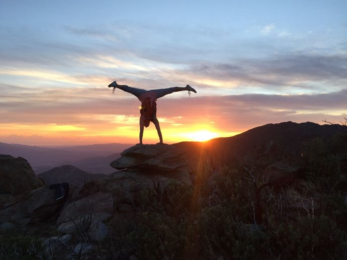 Its time to conquer your day. Rise And Shine Rise Epic Handstand  Zen Yoga Yoga Pose Yoga ॐ Yogagirl Dangerisgood Good Morning Adventure Pacific Crest Trail Pct Sandiegophotos San Diego