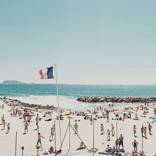Après-midi à la plage Nikonfr Unmomentsidoux Igersfrance Igerspaca Marseille Igersmarseille Massilia Prado Sea Summer Photography Harbor Beach Marseillerebelle Plage Prophète