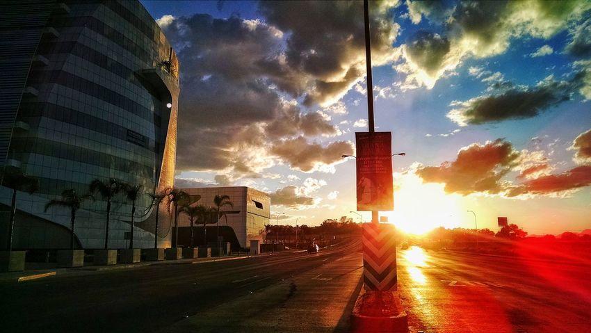 """""""Sol sobre Capital City"""" Aguascalientes Mexico Fnsm2016 Atardecer Sunset Luzysombra"""