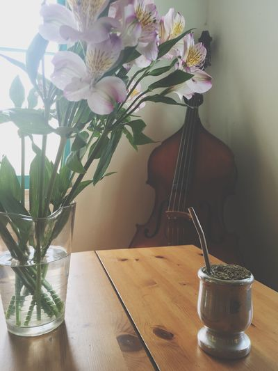 Breakfast Yerba and bass Yerba Mate Mate Breakfast Potion Goblet Bass Upright Bass Classical Music Flower Flowers Bouquet Vase Vase Of Flowers Purple Flowers Purple Flower Drink Breakfast ♥ Sunlight Table