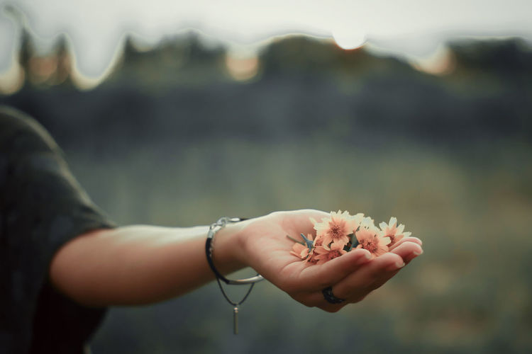 Close-up of woman hand holding outdoors