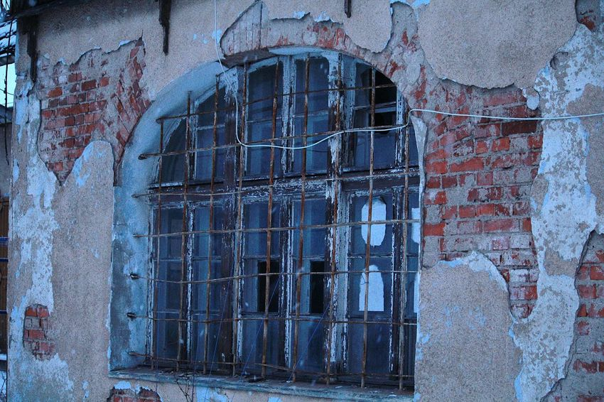 Old Window Semicircle Rusty Metal Abandoned Buildings Railway Station Taking Photos Window Art Outdoors Rusty Art No People Getting Inspired Walking Abandoned & Derelict Old Buildings Simply Beautiful Popular Photos Wall Bricks Bricks'n'windows