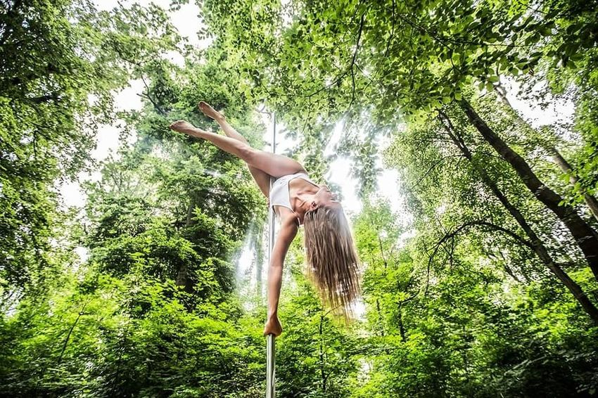 Pole Dance Poledancefitness Polefitness #poledancernational Pole Aerial Photography Pole Dancing Polesport Poledance Lovepole Polegirl Polefittness Pole Poledancer Poledancing Feelgoodphoto Tree Water Full Length Rope Swing Flexibility Spraying Upside Down Young Women Healthy Lifestyle Fun Fitness