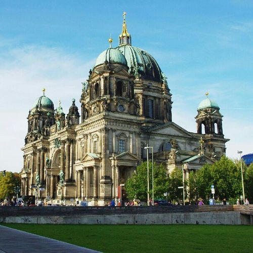 #Dom #Berlin #Berlinmitte #Berlinerdom #summer #church #sky #bluesky #touristmode #tourist #skyporn #ink361 Bluesky Berlinmitte Ink361 Berlinerdom Berlin Summer Church Sky Dom Tourist Skyporn Touristmode
