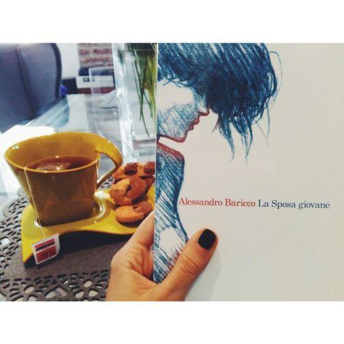 Regali molto graditi a colazione! 📖 Lasposagiovane Baricco Colazione Book breakfast morning goodmornig vscocam vsco