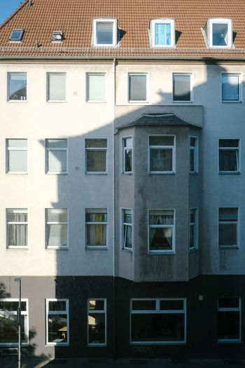 Window Architecture Built Structure Building Exterior Building Residential District City No People Glass - Material Outdoors Day Roof House Full Frame Repetition Nature Side By Side In A Row Reflection City Life Apartment