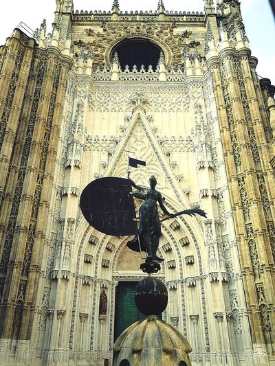 Giraldillo Statue Gothic Architecture Sevilla Seville SPAIN Sevilla Spain Protect Historical Building Andalusia Andalusian Architecture Outdoor Photography España Religious Place Religious Architecture Seville Cathedral Cathedral Church Statue Catholicism Christianity Giraldillo Statue Pattern Close-up Historic