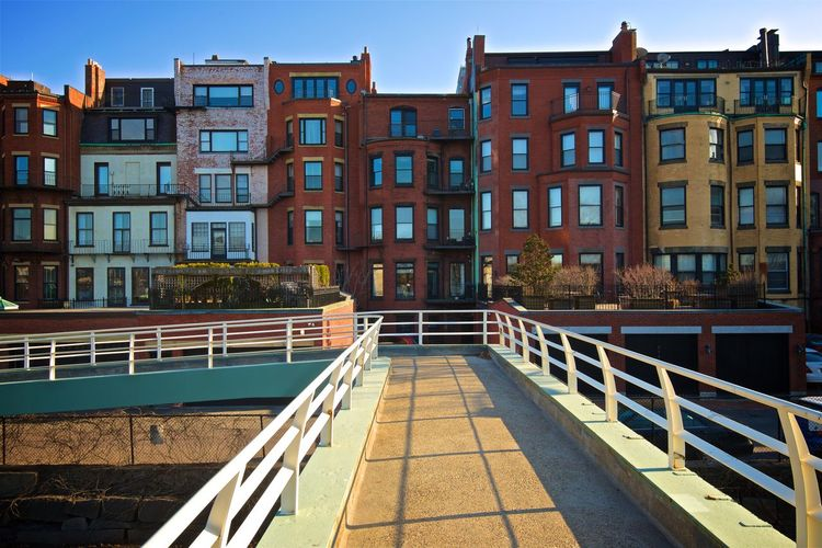 Row House Bridge - Man Made Structure Staircase Canal Transportation Footpath Bridge Sky Connection Day Residential District Outdoors Window Nature No People Building Railing Building Exterior Built Structure Architecture City Life City Idyllic EyeEm Gallery EyeEm Selects EyeEm Nature Lover EyeEm Best Shots EyeEmNewHere Urban Urbanphotography Urban Geometry Urban Skyline Holiday Travel Photography Traveling Travel Tranquil Scene Tranquility Street Photography Streetphotography Journey USA Boston Nikonphotography Nikon Water Capture Tomorrow A New Perspective On Life