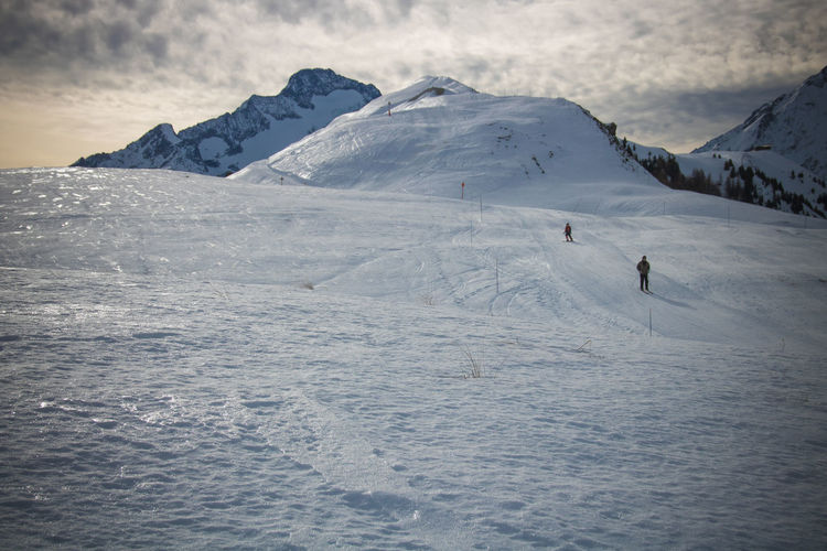 Snow Cold Temperature Winter Mountain Scenics - Nature Beauty In Nature Snowcapped Mountain Real People Leisure Activity Winter Sport Unrecognizable Person Environment Landscape One Person Adventure Lifestyles Sport Sky Nature Mountain Range Light French Alps The Great Outdoors - 2019 EyeEm Awards The Minimalist - 2019 EyeEm Awards