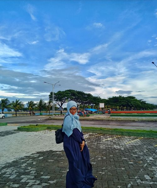blue 💙 Open Space Girl Single Single Woman Sky And Clouds Skyline Landscape Stroll Strong Woman Strolling Hijab Hijabsyari Strolling On A Hot Day Stroll Through Nature Women Blue Standing Sky Hooded Beach Chair Sand Beach Umbrella Sandcastle Sandy Beach Religious Dress Snow Covered Countryside