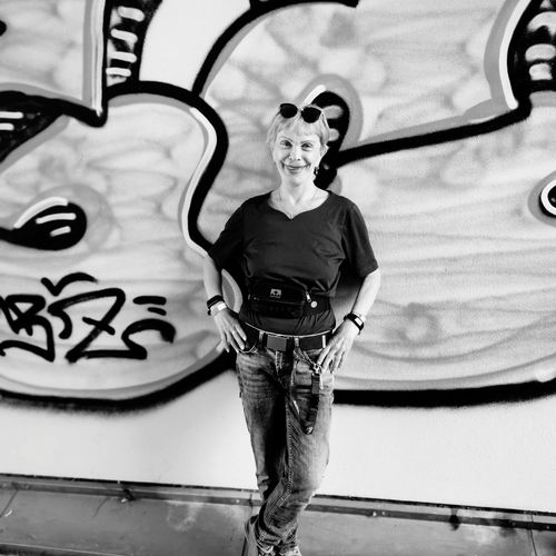 Me, standing in front of a grafitti-wall