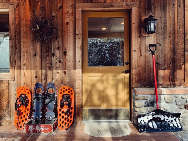the porch, at the end of a good relaxing holiday staycation. 🏔🦌 Park City, Utah Snowshoeing Wasatch County Winter Conditions Wasatch Back Utah No People Wood - Material Day Wall - Building Feature Architecture Indoors  Built Structure