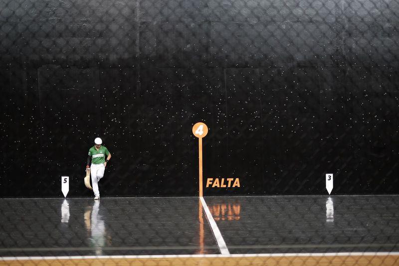 Cesta Punta Green Player Check This Out Player Shooting Shot Wall Black Speed Ball Pelote Pelota Sport Biarritz Fujifilm_xseries Fujifilmxe2 Fujifilm X-E2 Fujixe2 Cesta Cesta Punta