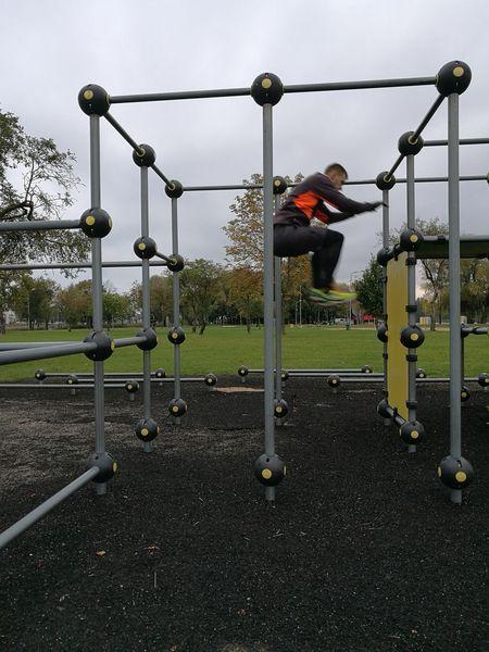 Parkou Jumping Sport Park Outdoors Training Wall Jump Parkour And Free Running Wall Climbing